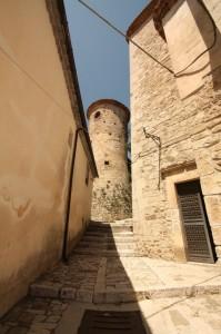 Torre tra i vicoli