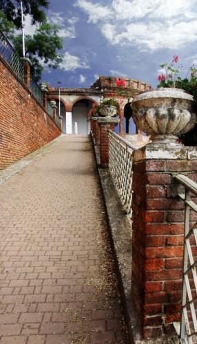 Moncalvo - Castello di Moncalvo- accesso e mura di cinta