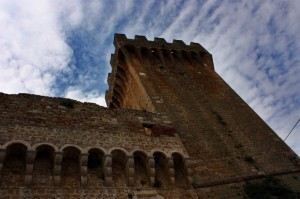 Cielo solleticato dai merli - Castello La Grancia - Località Spedaletto