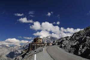 Il rifugio Tibet al passo dello Stelvio