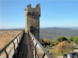 Passeggiando sulle mura di Montalcino
