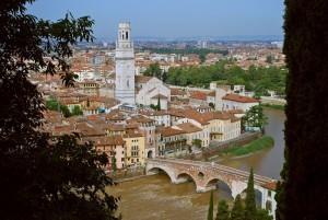 Adige scorre a Verona