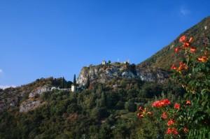 Panorama della rocca dalla frazione di Somasca
