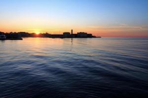 Le rive di Trieste verso il Molo Fratelli Bandiera al tramonto