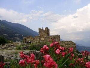 Castel Grumello spunta dai fiori