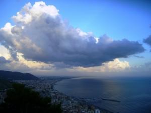 Che nuvolone sulla citta!