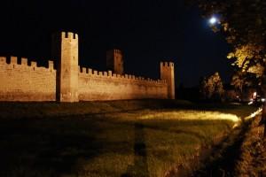 Cala la luna sulla fortificazione…