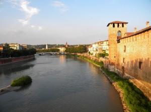 lungo il fiume Verona