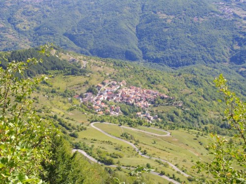 Brallo di Pregola - Corbesassi, piccolo centro arroccato