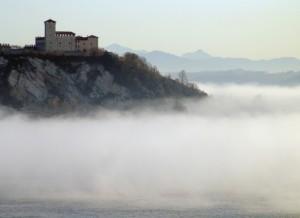 Il castello delle nebbie, Angera, Lombardia