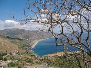 Veduta della costa dal teatro greco