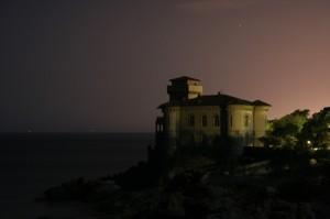 Il Castel Boccale alla luce della Luna delle 2 di notte