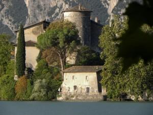 Castel Toblino con i colori di fine estate