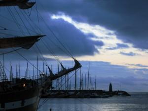 prime luci sul molo corto di Porto Maurizio