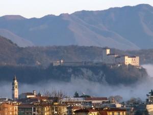 Il castello di Angera visto da Mercurago