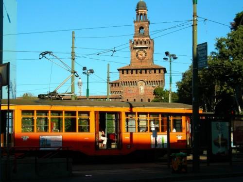 Milano - Signori si scende....fermata Castello Sforzesco