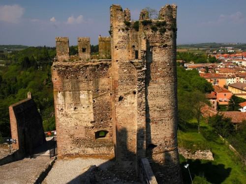 Valeggio sul Mincio - castello distrutto da un antico terremoto