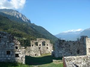 Ciò che resta del castello di Breno