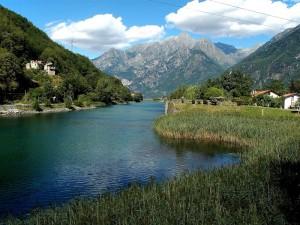 il fiume attrversa la valle