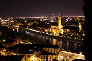 notte di fine estate, brilla Verona