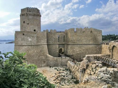 Isola di Capo Rizzuto - Le castella visto dal borgo