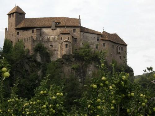 Bolzano - Il maniero tra i meli