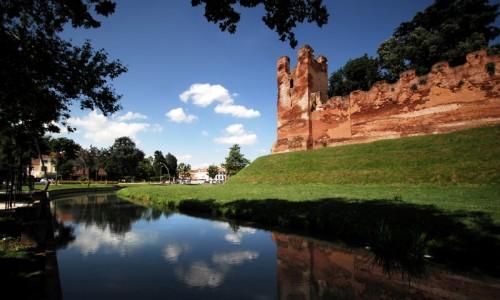Castelfranco Veneto - riflessi delle mura