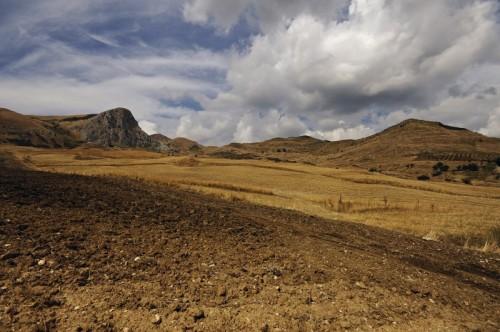 """Mezzojuso - la terra arsa di """" Roccapetrosa """""""