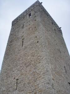 Torre medioevale a pianta quadrata