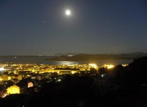 Luna piena sull'arcipelago