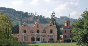 Villa Pinelli all'interno del parco di Villa Serra di Comago