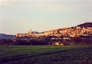 Cala la sera su Assisi