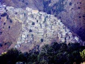 il villaggio incantato di roghudi vecchio