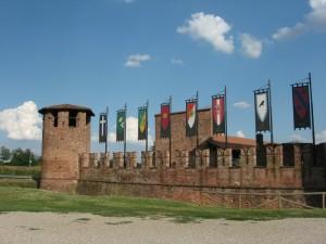 Legnano, il Castello - Torre e muro di cinta