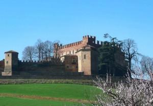 il castello di Montemagno in primavera
