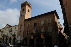 Il palazzo del municipio e la torre civica