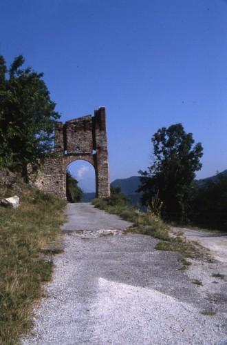 Roccasparvera - porta bolleris, Roccasparvera, Valle Stura di Demonte