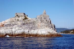 La chiesa sulle roccia