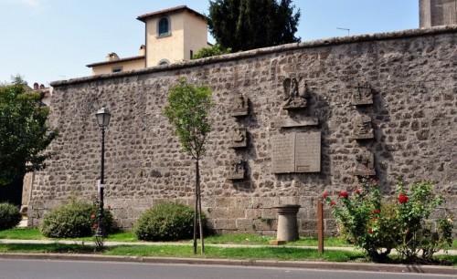 Oriolo Romano - Le Mura di Via Claudia