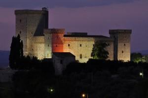 Le prime luci della sera sulla Rocca