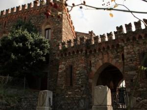 Castello di Monguzzo - Accesso