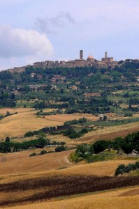 Volterra..che dal suo colle, domina la valle del Cecina