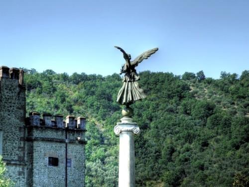 San Gregorio da Sassola - L'angelo e il castello