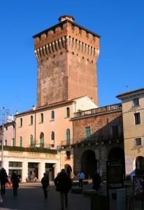 Piazza del Castello e il suo Torrione