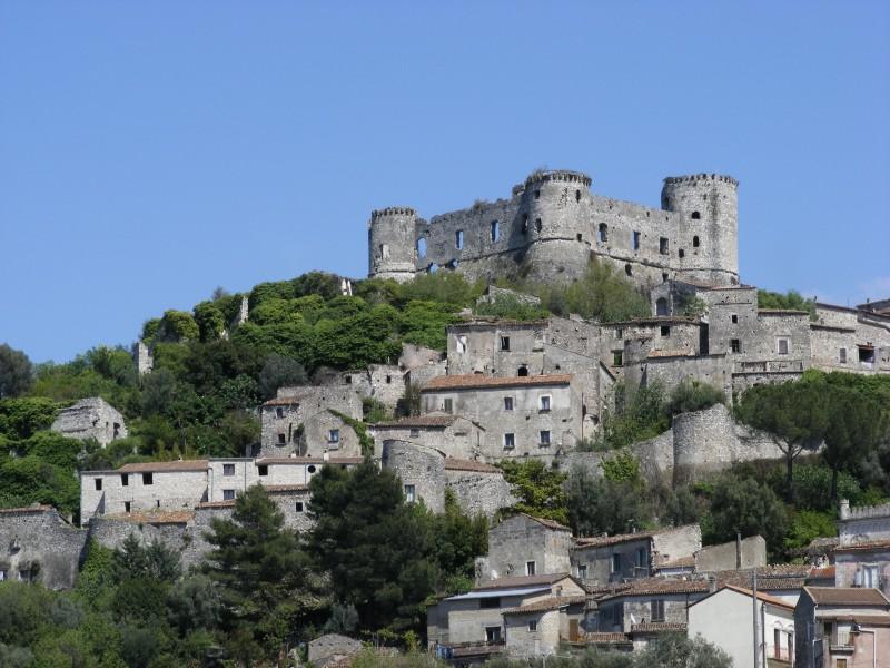 ''Il Castello che domina il borgo'' - Vairano Patenora