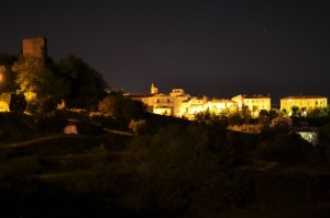 Veduta panoramica notturna di Monterubbiano