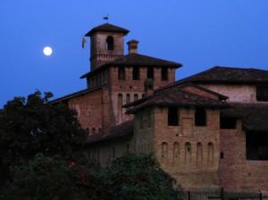 Luna piena sul castello