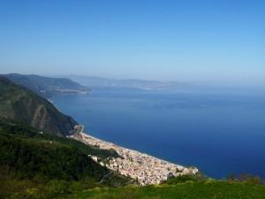 Nel blu dipinto di blu…vista panoramica di Bagnara con sfondo lo Stretto