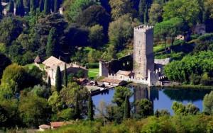 Il Castello di Ninfa - vista aerea -