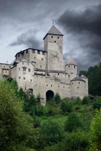 Nero sopra il castello